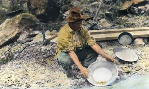 Panning-for-gold-in-Calif-002